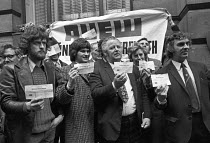 06-05-1974 - AUEW protest, National Industrial Relations Court London, 1974 Jeremy Corbyn (L) presenting cheques © NLA