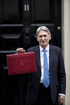 22-11-2017 - Philip Hammond leaving 11 Downing Street with his Red Box, 2017 Budget Day, Westminster, London © Jess Hurd