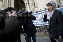 05-02-2018 - Lauri Love with Spies out of Lives leaflet, Finnish-British activist accused and fighting extradition for stealing data by hacking United States Government computers. Royal Courts of Justice, London © Jess Hurd