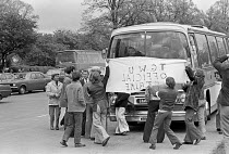 03-05-1975 - Stable lads attempting to turn back coaches, Stable lads strike for a living wage, Newmarket races 1975 © Martin Mayer