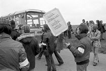 02-05-1975 - Stable lads strike for a living wage, Newmarket races 1975 Pickets attempting to turn back coaches © Martin Mayer