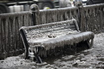 03-03-2018 - Filthy, frozen bench seat due to a burst water main, Globe Town, East London © Jess Hurd