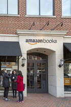 25-03-2018 - Georgetown, Washington DC Amazon bookshop that has replaced a Barnes & Noble bookstore. It displays 5,600 titles that are highly rated on the Amazon.com website © Jim West
