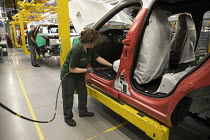 21-08-2017 - Jaguar Land Rover factory, Solihull. Woman assembly worker © John Harris