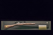 24-04-2018 - Jackson, Mississippi, USA: The Mississippi Civil Rights Museum. The rifle the Byron De La Beckwith used to kill NAACP leader Medgar Evers in 1963 on display. History of the American Civil Rights Movem... © Jim West
