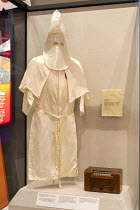 24-04-2018 - Jackson, Mississippi, USA: The Mississippi Civil Rights Museum. A Ku Klux Klan robe worn by a Klansman involved in the 1959 lynching of Mack Charles Parker in Poplarville, Mississippi. History of the... © Jim West