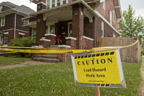 09-06-2018 - Detroit, Michigan, USA: A sign warning of a lead hazard outside a house. Children are particularly vulnerable to lead poisoning. The number of children with elevated blood levels (EBLLs) in Detroit ha... © Jim West