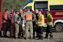 28-06-2018 - Soldiers and Fire and Rescue deployed to Saddleworth Moor fire, Stalybridge, Derbyshire. RAF Regional Liaison Officer in discussion © Jess Hurd