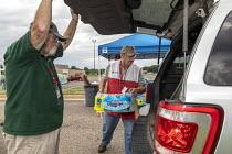 31-07-2018 - Parchment, Michigan USA, State of emergency declared after high levels of PFAS chemicals found in drinking water. Volunteers from the Red Cross distributing bottled water to residents as a State of em... © Jim West