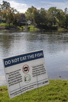 03-10-2018 - Michigan USA: Sign warning anglers Do not Eat The Fish, Huron River, Central Park, Milford. High levels of carcinogenic PFAS chemicals have been found in the water. PFAS are widely used many products.... © Jim West
