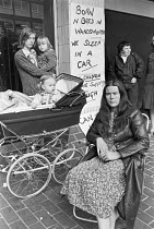16-07-1980 - Homeless family, Wandsworth, South London, 1980, living in a car, protest their condition outside the Town Hall. © NLA