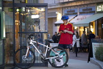 13-10-2018 - Deliveroo worker, Shopping Centre, Reading, Berkshire © John Harris