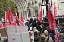 10-30-2018 - Dave Ward, CWU speaking Rise of precarious workers protest, supporting Uber drivers for employment rights in the High Court, organised by IWGB trade union, London © Jess Hurd