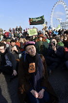 17-11-2018 - Extinction Rebellion protest against lack of Government action on climate change. London. Nonviolent direct action simultaneous blockading of five London bridges including Westminster Bridge © Stefano Cagnoni