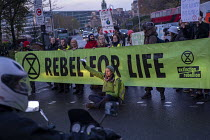 11-21-2018 - Extinction Rebellion Swarming protest against lack of Government action on climate change. Nonviolent direct action simultaneous blocking roads, Tower Bridge, London © Jess Hurd