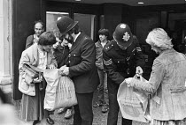 27-10-1981 - Police searching shopping bags, Selfridges, Oxford Street, London 1981 during IRA bombing campaign © NLA