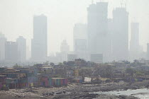 11-11-2018 - Air pollution in India, Mumbai: Extremes of wealth, slums and new high rise flats in smog. Mumbai as the fourth most polluted city in the world. Air pollution in India is a serious issue with the majo... © Martin Mayer