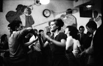 08-10-1961 - Young couple dancing, jazz club, West End, London 1961Young couple dancing, jazz club, West End, London 1961Young couple dancing, jazz club, West End, London 1961Young couple dancing, jazz club, West... © Romano Cagnoni