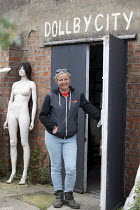 20-06-2019 - Roz Edwards of Mannakin. Dollywood mannequin recycling centre. Mannakin refurbishes the mannequins for hire and resale so they do not go to landfill as waste, nr Grantham. The centre has around 10,000... © John Harris