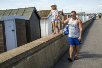 08-08-2019 - Father and child on holiday, Southend, Essex © Jess Hurd