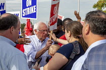 25-09-2019 - Detroit, Michigan USA: Bernie Sanders with striking UAW workers picketing the GM Detroit-Hamtramck Assembly Plant. It is one of those that GM says it will close. The main issues in the strike include... © Jim West