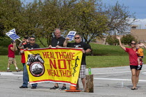 28-09-2019 - Indiana, USA: UAW workers on strike against GM picketing the Fort Wayne Assembly plant during their strike against General Motors. The main issues in the strike include factory closures, wages and the... © Jim West
