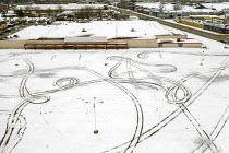 23-01-2020 - Michigan, USA, tyre tracks in the snow of an empty parking lot, closed KMart store, one of many that have closed under competition from online retailers and as a result of declining incomes © Jim West