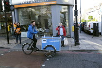 17-03-2020 - Mobile Window cleaner, Bike Bubl, Putney, London © Duncan Phillips