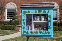 21-03-2020 - Detroit, Michigan USA, A Little Free Library converted to a free food exchange/distribution because of the coronavirus crisis. The library was placed in front of their home by two ministers, Rev. Vick... © Jim West