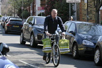 26-03-2020 - Coronavirus pandemic, shopping for essential items by bicycle, Wandsworth, London © Duncan Phillips