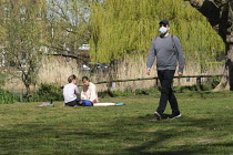 05-04-2020 - Coronavirus pandemic, People enjoying the sunshine in the Park, Barnes, London © Duncan Phillips