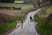 04-04-2020 - Coronavirus Pandemic. Walkers and cyclist exercise in the countryside, Stratford Upon Avon, Warwickshire © John Harris