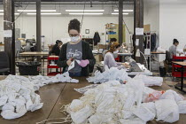 02-04-2020 - Pontiac, Michigan, USA Coronavirus Pandemic. Workers making medical masks for health workers, Detroit Sewn, a contract sewing company © Jim West