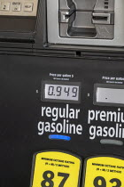 08-04-2020 - Michigan, USA. Price of petrol falling to below one dollar a gallon at 94.9 cents , Costco. Recession as the coronavirus pandemic crisis develops © Jim West