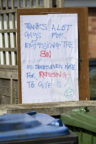16-04-2020 - Coronavirus Pandemic. Sign thanking refuse workers for emptying the waste bins, gratitude to essential workers, Stratford-upon-Avon, Warwickshire © John Harris