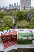 18-04-2020 - Coronavirus pandemic. Stay at Home Metro and Evening Standard front pages, free newspapers delivered to London households, Tower Hamlets, East London view of Canary Wharf, East London © Jess Hurd