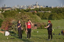 07-05-2020 - Coronavirus Pandemic. Police officer ordering sunbathers to take exercise or leave the park. Primrose Hill, London, where lockdown rules regarding social distancing, sunbathing and picnicing are not c... © Philip Wolmuth
