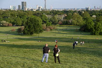 07-05-2020 - Coronavirus Pandemic. Police officers patrolling Primrose Hill, London, where lockdown rules regarding social distancing, sunbathing and picnicing are not consistently observed. © Philip Wolmuth