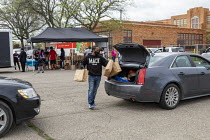 23-05-2020 - Detroit, Michigan, USA: Volunteers distributing free food in a poor neighborhood during the coronavirus pandemic © Jim West