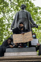 06-06-2020 - Black Lives Matter protest, Parliament Square, Westminster, London. Protesters on the statue of Sir Robert Peel © Jess Hurd