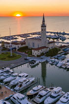25-06-2020 - Michigan USA. Grosse Pointe Yacht Club at sunrise. Lake St. Clair, Grosse Pointe Shores © Jim West