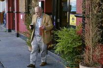 18-06-2020 - Coronavirus Pandemic, take away beer in plastic containers, Pub, London © Duncan Phillips