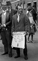 16-06-1975 - Royal Ascot races 1975 striking stable lads from Newmarket picketing Ascot racecourse, Berkshire © Martin Mayer