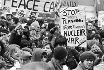 15-12-1983 - Greenham Common peace camp, 1983. Protest outside Newbury Magistrates Court, Berkshire, at trial of women arrested at the entrance to the airbase. © NLA