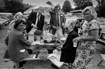 08-09-1979 - Henley Royal Regatta 1979 enjoying champagne lunch, wealthy picnicking in the car park, Henley on Thames © NLA