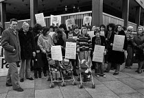 14-03-1979 - Protest against the Prevention of Terrorism Act 1979 and the imprisonment of Irish children Paddington Green Police Station, London. Why does Britain imprison Irish Children? © Peter Arkell