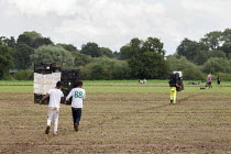 17-08-2020 - Workers carrying crates, coriander pickers, Warwickshire © John Harris