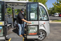 20-08-2020 - Detroit, USA. Free self driving shuttle bus which takes elderly and low-income residents of two housing developments to the Detroit Medical Center. Built by Navya, a French company, the shuttle carrie... © Jim West