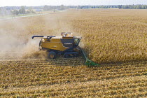 25-09-2020 - USA, harvesting corn with a combine harvester on a Ohio farm © Jim West