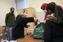 30-10-2020 - Council volunteers giving out free school meals to help families in need. Tower Hamlets Council free school meals scheme to tackle hunger in children during the October half term school holiday. Gayto... © Jess Hurd